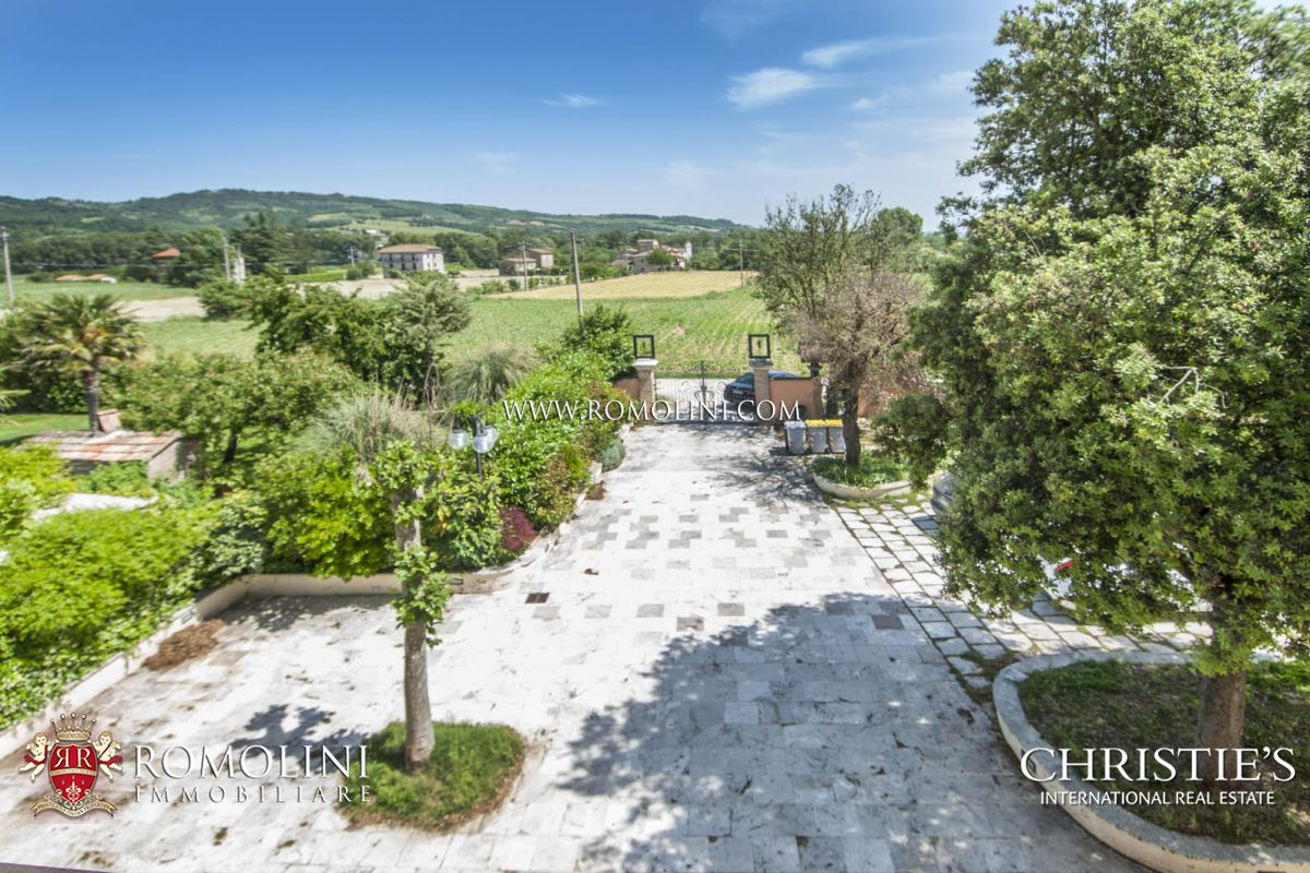 VILLA WITH POOL FOR SALE UMBERTIDE UMBRIA