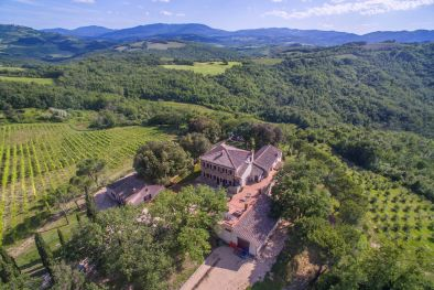 TUSCANY WINE ESTATE WITH LUXURY VILLA AND WINERY  Maggiori Dettagli e Foto