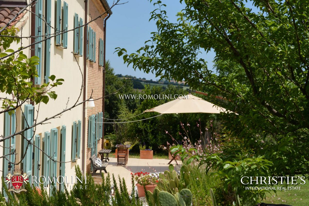 FARMHOUSE SALE IN LE MARCHE