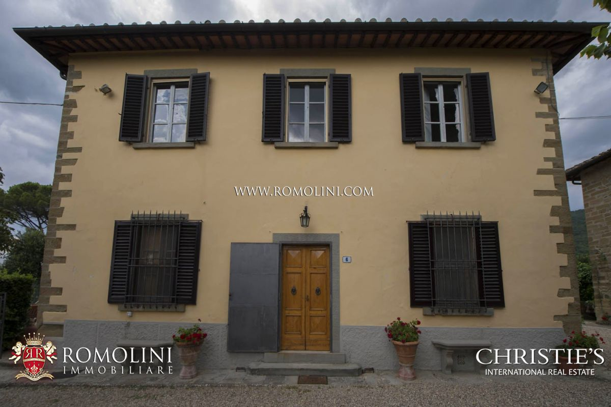 HAMLET FOR SALE, CHIANTI CLASSICO WINERY 14 HECTARES VINEYARDS