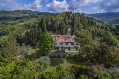 FIESOLE, HISTORIC CHARMING VILLA FOR SALE, CHURCH WITH FRESCOS  Maggiori Dettagli e Foto