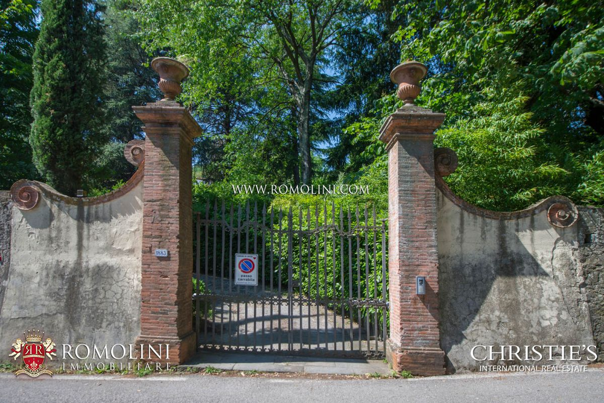 LUCCA: HISTORICAL VILLA WITH PANORAMIC SIGHT