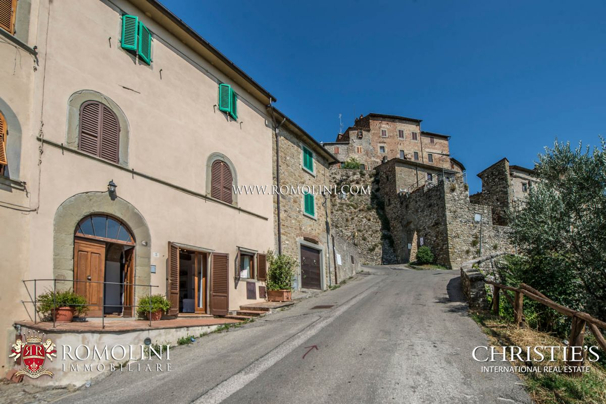PANORAMIC APARTMENT FOR SALE JUST OUTSIDE THE HISTORICAL CENTRE, ANGHIARI TUSCANY