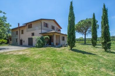 FARM WITH 13 HA VINEYARD FOR SALE ON THE TRASIMENO LAKE, UMBRIA, AZIENDA VINICOLA, AGRITURISMO,
