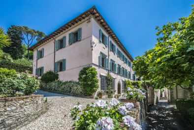 PRESTIGIOUS 17TH CENTURY VILLA WITH 12 HA OF LAND FOR SALE, LUCCA  Maggiori Dettagli e Foto