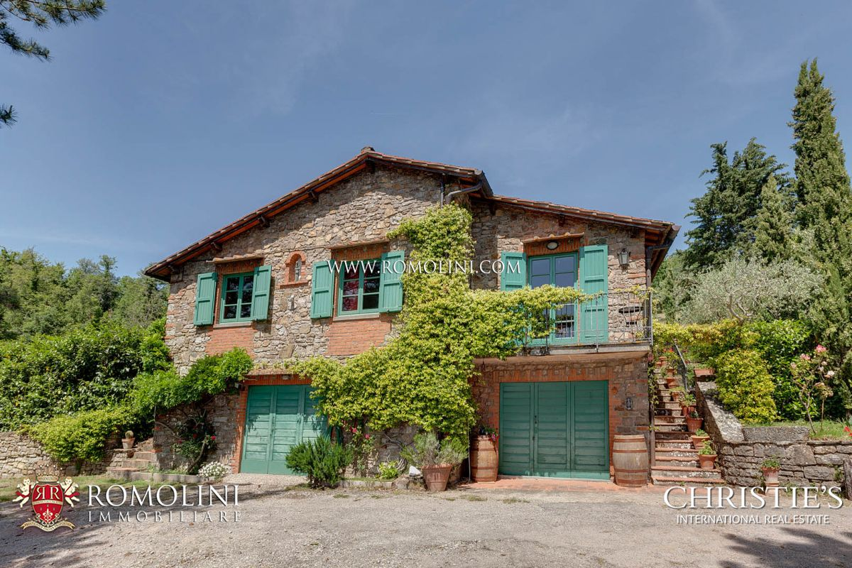 GREVE IN CHIANTI: COUNTRYSIDE VILLAS WITH POOL FOR SALE