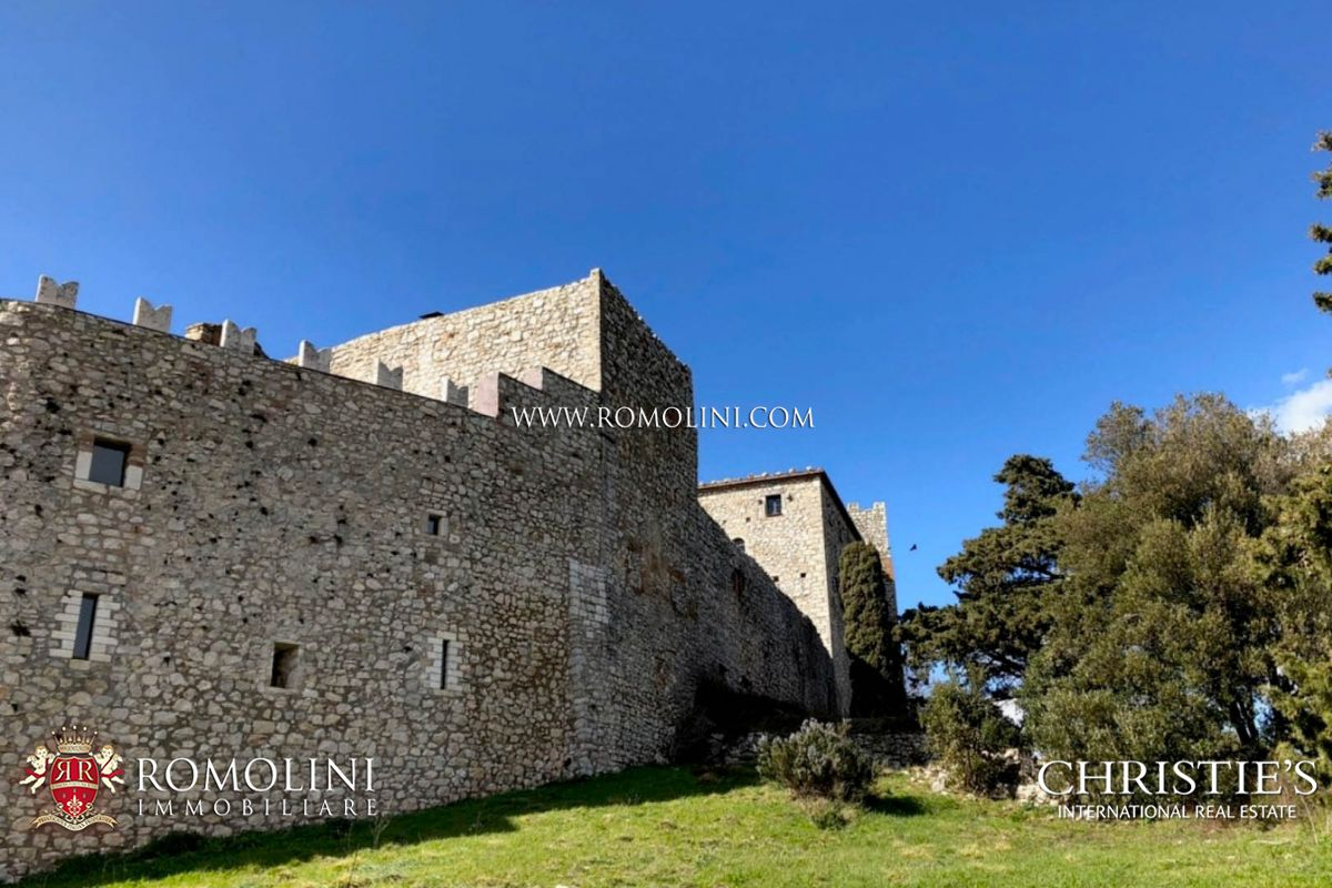 MEDIEVAL CASTLE AND HAMLET FOR SALE IN UMBRIA