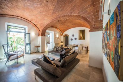 SINALUNGA: TOWNHOUSE IN THE HISTORIC CENTRE WITH GARDEN AND TERRACE  Maggiori Dettagli e Foto