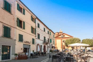 SINALUNGA: TWO-STORY APARTMENT WITH VIEW OVER THE MAIN SQUARE, TERRACE, PANORAMIC VIEW, HISTORICAL CENTRE, TUSCANY