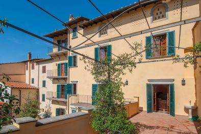 PERGINE VALDARNO: HISTORICAL BUILDING WITH PANORAMIC VIEW FOR SALE  Maggiori Dettagli e Foto