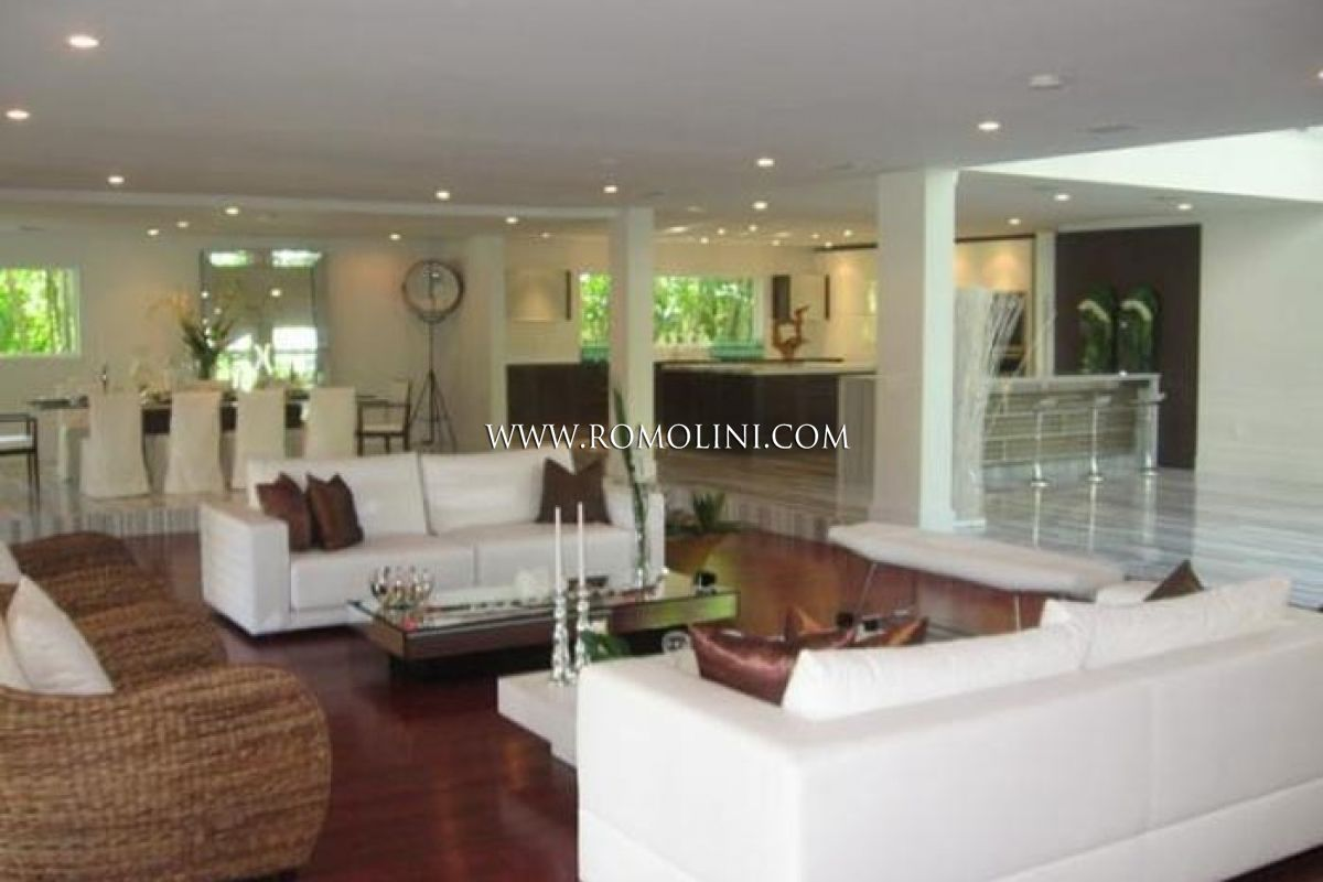 Waterfront Villa for sale Miami Beach Florida