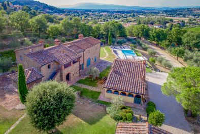 AREZZO, TUSCANY: BEAUTIFUL 18TH CENTURY FARMHOUSE WITH POOL  More details and pictures