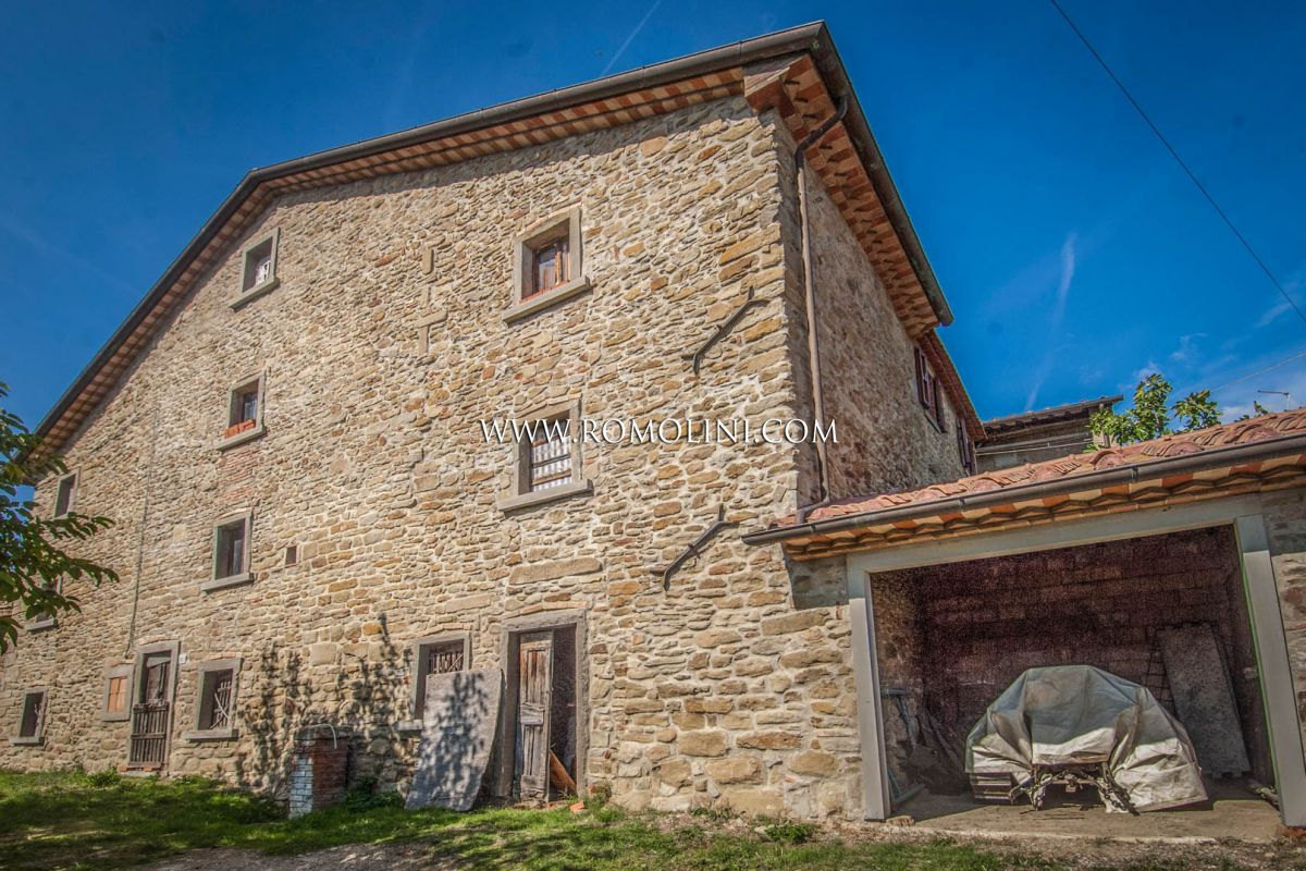 SEMI-DETACHED FARMHOUSE TO BE RESTORED FOR SALE, TUSCANY