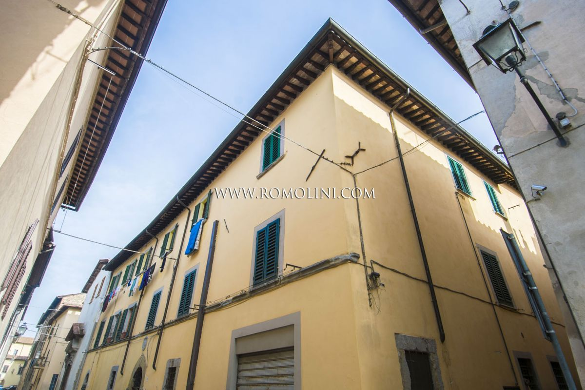APARTMENT INSIDE A RECTORY IN THE HISTORIC CENTRE OF SANSEPOLCRO