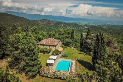 TYPICAL TUSCAN FARMHOUSE FOR SALE IN PANORAMIC POSITION, ANGHIARI  Maggiori Dettagli e Foto