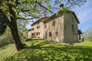 TUSCANY: TYPICAL FARMHOUSE WITH PANORAMIC VIEW AND GARDEN FOR SALE | Romolini - Christie's