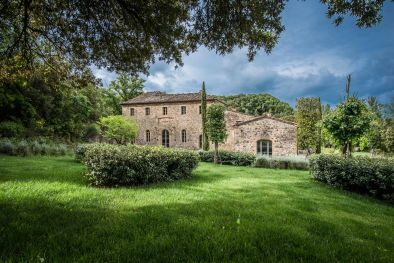 LUXURY FARMHOUSE WITH POOL, SPA AND VINEYARD FOR SALE IN MONTALCINO | Romolini - Christie's