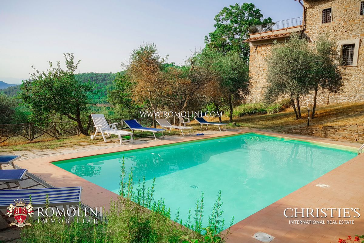 RESTORED FARMHOUSE FOR SALE ON THE CHIANTI HILLS, GREVE