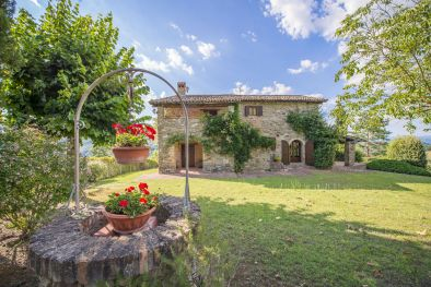 RESTORED FARMHOUSE WITH POOL FOR SALE IN UMBERTIDE, UMBRIA | Romolini - Christie's