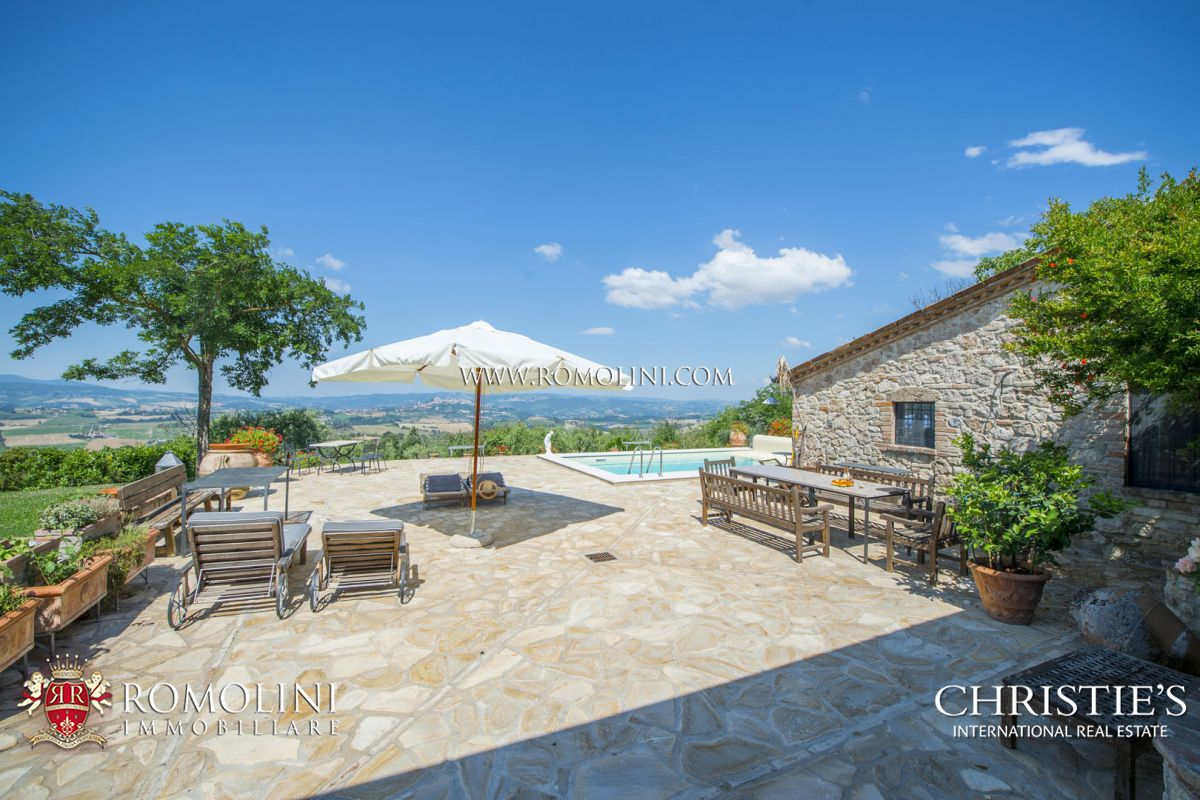 COUNTRY HOUSE WITH PANORAMIC POOL FOR SALE IN TODI, UMBRIA