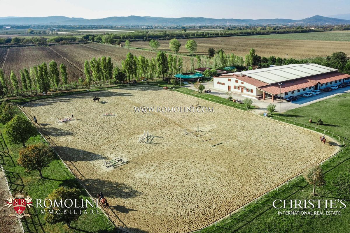 10-ACRE HORSE PROPERTY FOR SALE IN AREZZO, TUSCANY