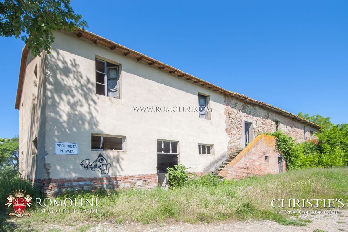 FARMSTEAD WITH 12 HA OF VINEYARD FOR SALE IN CITTÀ DELLA PIEVE