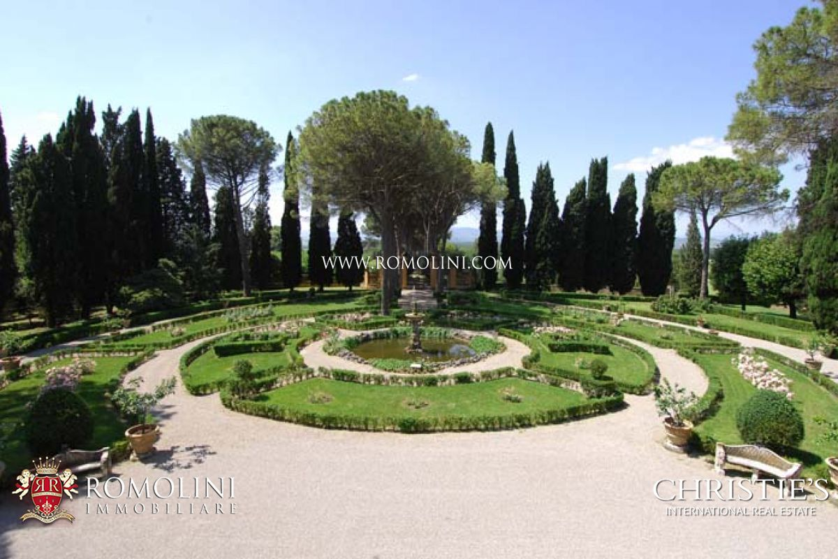 Estate with manor villa 35 hectares of land