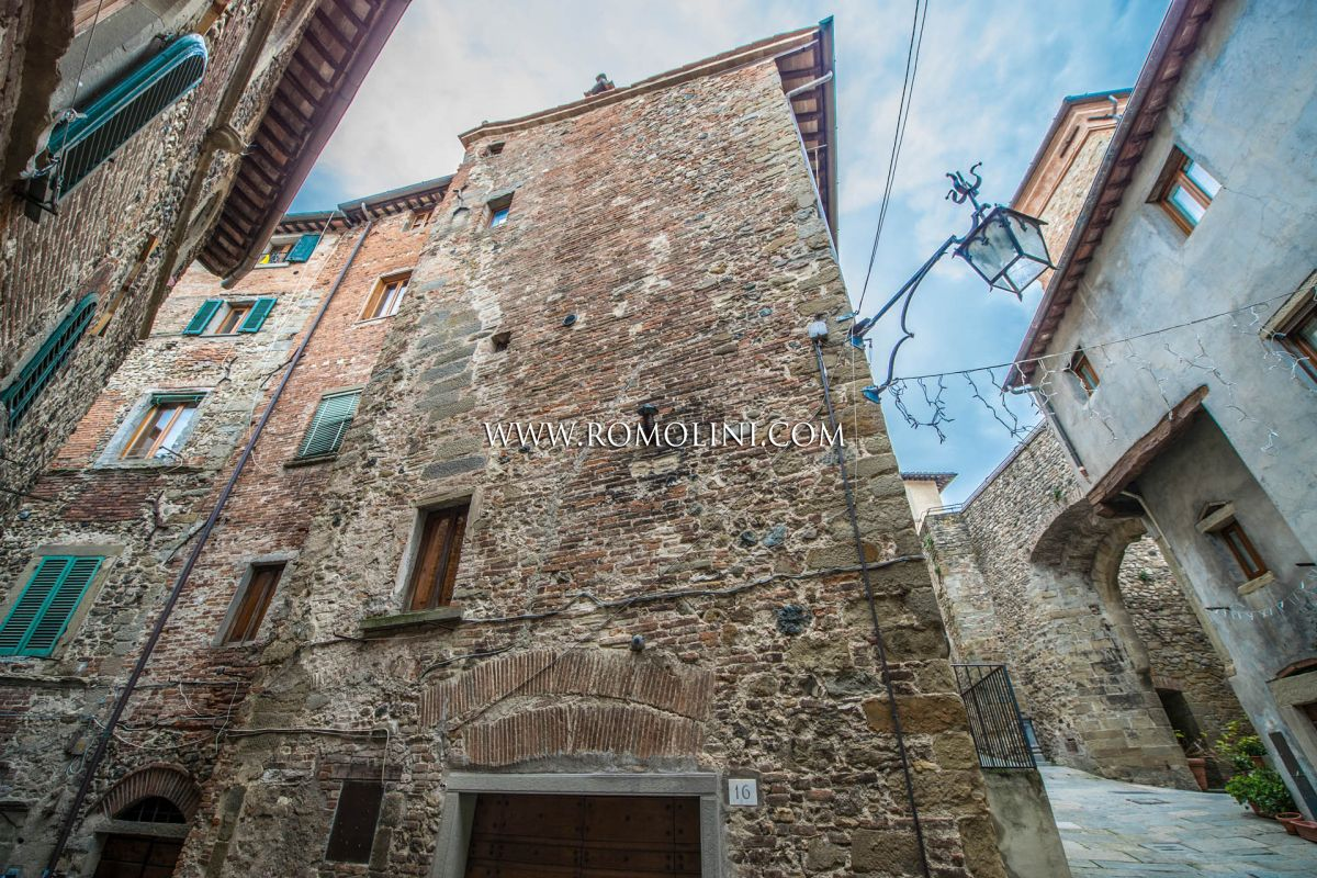HOUSE FOR SALE IN THE HISTORIC CENTRE OF ANGHIARI