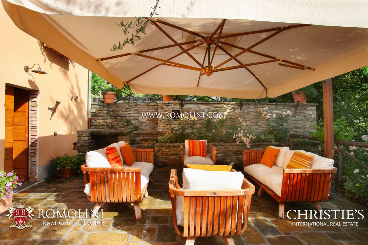 VILLA WITH OLIVE GROVE FOR SALE IN CASTIGLION FIORENTINO, TUSCANY