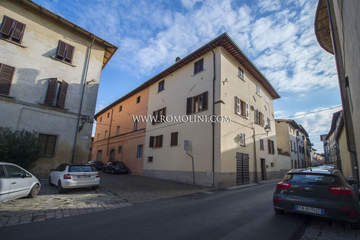 END-OF-TERRACE FOR SALE IN THE HISTORICAL CENTRE OF SANSEPOLCRO