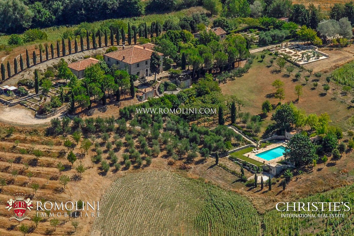 Luxury manor villa for sale in Umbria