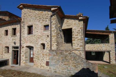 OLD STONE FARMHOUSE FOR SALE IN UMBRIA