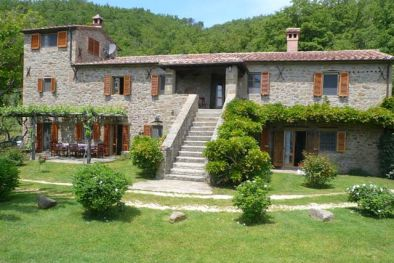 FARMHOUSE WITH POOL AND LAND FOR SALE IN TUSCANY