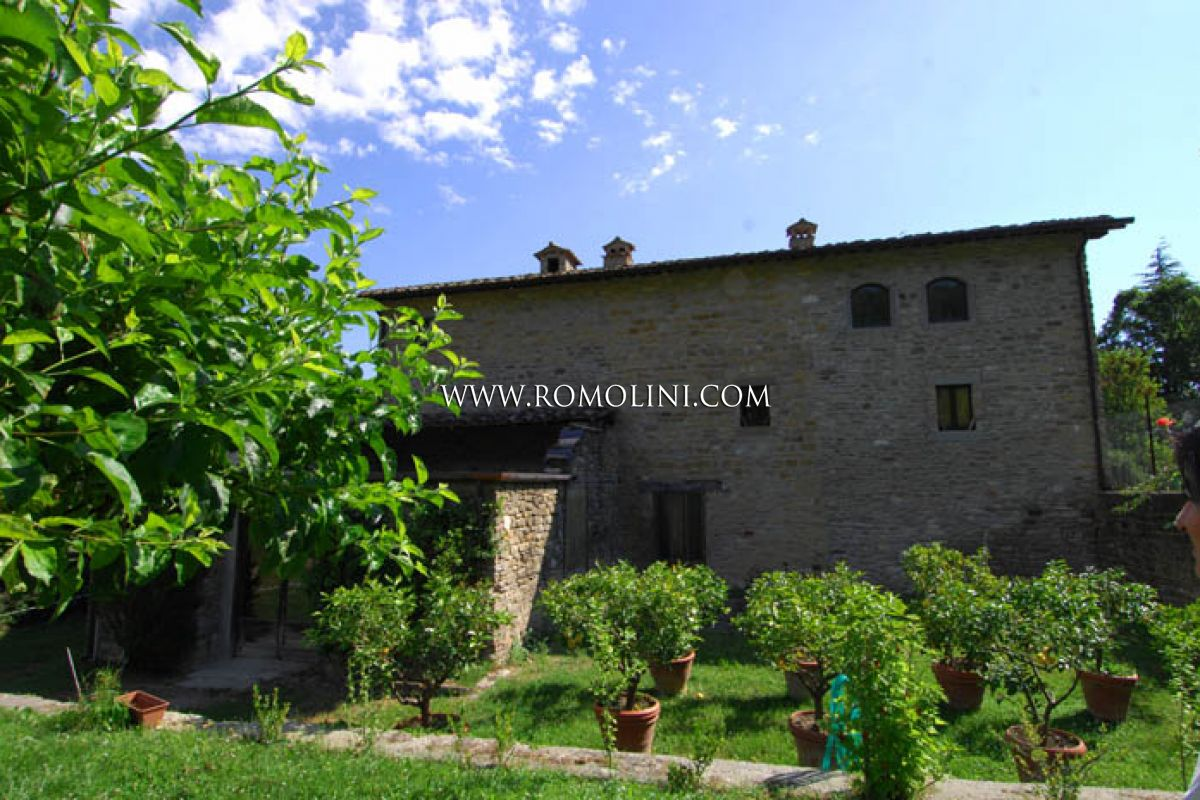 FARMHOUSE FOR SALE IN SANSEPOLCRO TUSCANY