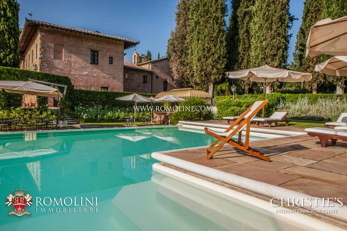 NOBLE PALACE FOR SALE IN SAN GIMIGNANO, SIENESE HILLS