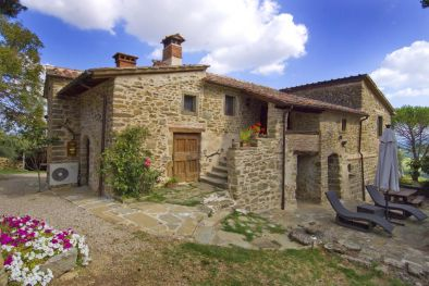 AIR-CONDITIONED TRADITIONAL STONE FARMHOUSE FOR SALE IN ANGHIARI