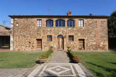 FARMHOUSE FOR SALE IN TREQUANDA TUSCANY, SIENA