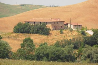 FARMHOUSE WITH POOL FOR SALE IN THE CRETE SENESI, SIENA