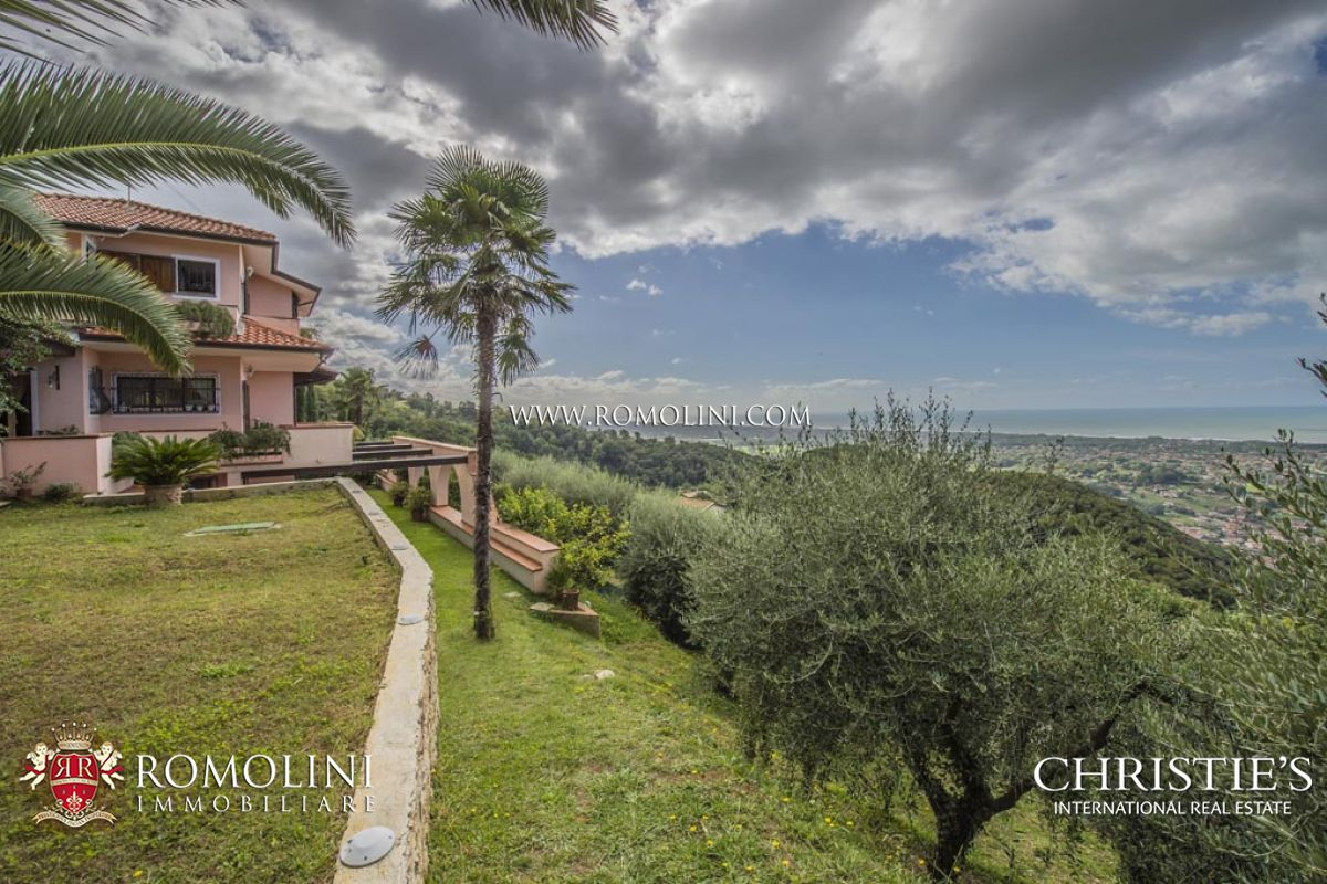 VERSILIA: VILLA FOR SALE WITH SEAVIEW