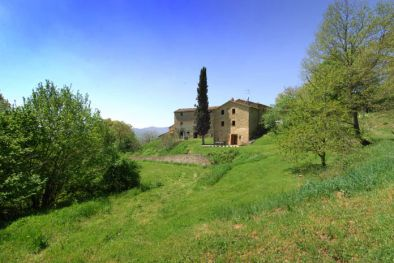 RURAL COMPLEX PARTIALLY RESTORED FOR SALE UMBRIA