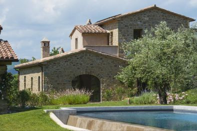 FARMHOUSE FOR SALE IN UMBRIA WITH POOL AND TENNIS COURT  Maggiori Dettagli e Foto