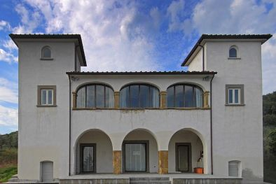 HISTORICAL VILLA FOR SALE IN AREZZO WITH ANNEXES AND LAND  Maggiori Dettagli e Foto