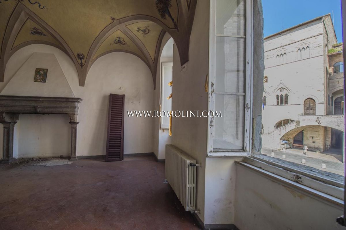 PRESTIGIOUS APARTMENT FOR SALE HISTORICAL BUILDING PIAZZA DEL POPOLO TODI UMBRIA