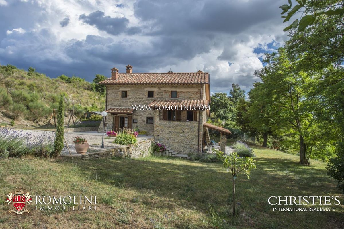 LAKEVIEW FARMHOUSE WITH GARDEN FOR SALE, PIEVE SANTO STEFANO, TUSCANY, ITALY
