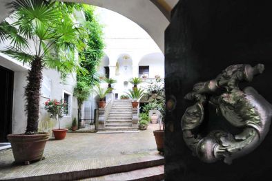 HISTORICAL BUILDING, CHARMING B&B FOR SALE IN ITALY, SALERNO  Maggiori Dettagli e Foto