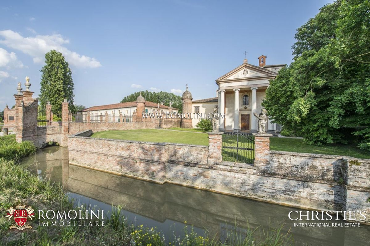 VENETIAN VILLA WITH BARCHESSA FOR SALE IN ITALY, VENETO