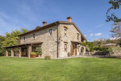 FARMHOUSE FOR SALE IN POPPI, CASENTINO, TUSCANY - Farmhouse for sale in Italy  Maggiori Dettagli e Foto