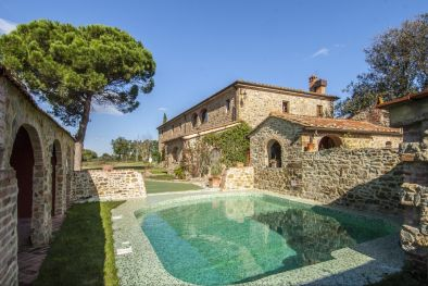 MANOR HOUSE FOR SALE IN AREZZO, TUSCANY - Farmhouse with 5 hectares of land for sale in Italy  Maggiori Dettagli e Foto