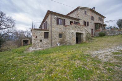 SECTION OF FARMHOUSE FOR SALE IN ANGHIARI, Tuscany