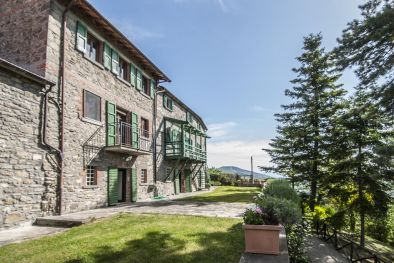 8 BEDROOMS, FARMHOUSE FOR SALE IN TUSCANY